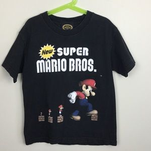 "Other - Boys black tshirt ""new super Mario bro's"" used sm"